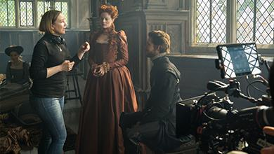 Margot Robbie as Queen Elizabeth I at Haddon Hall © FOCUS FEATURES LLC. ALL RIGHTS RESERVED