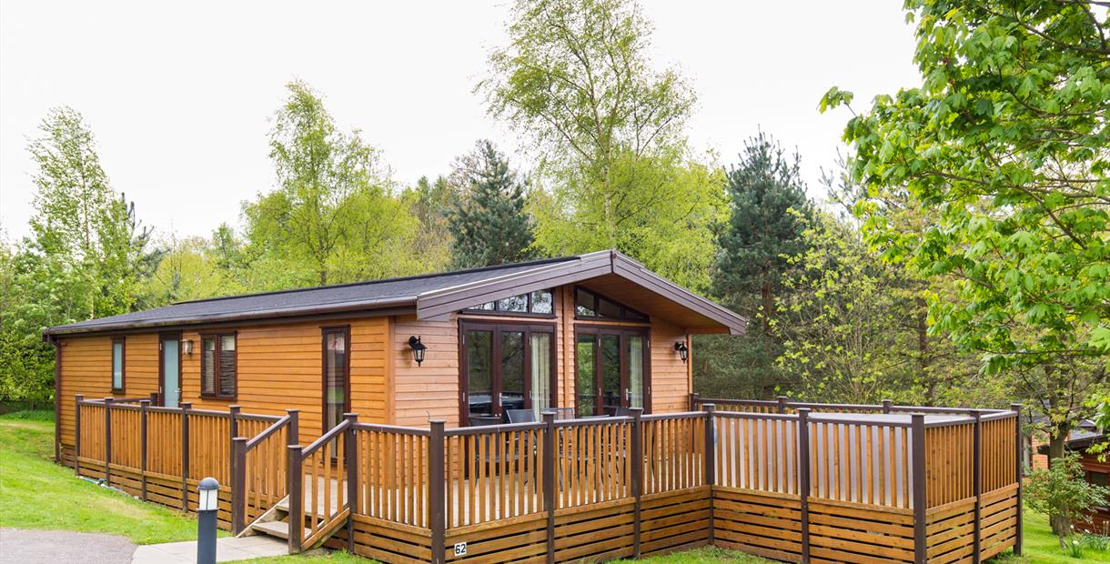 Luxury Peak District Pet Friendly Lodge holidays with hot tubs and fantastic facilities at Sandybrook Country Park