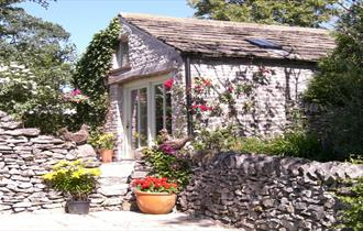 Come to Swallow Barn for an idyllic rural retreat