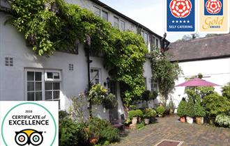 Courtyard entrance - Visit England 5 Star / Gold Award - TripAdvisor Certificate of Excellence